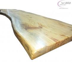 """פלטת גזע עץ אורן עובי 4 ס""""מ. רוחב 50-60 ס""""מ מוכנה לשימוש אחרי צביעה"""