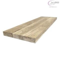 """מדרגת עץ אלון מבוקע עובי 4 ס""""מ , רוחב בין 80  ל 120 ס""""מ. עומק 33 ס""""מ."""