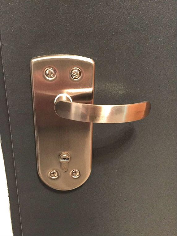 פנטסטי סט ידיות לדלת כניסה רב בריח / פלדלת כולל : רוזטות , כיסוי צילינדר NW-58